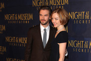 "Actor Dan Stevens (L) attends the ""Night At The Museum: Secret Of The Tomb"" New York Premiere at Ziegfeld Theater on December 11, 2014 in New York City."
