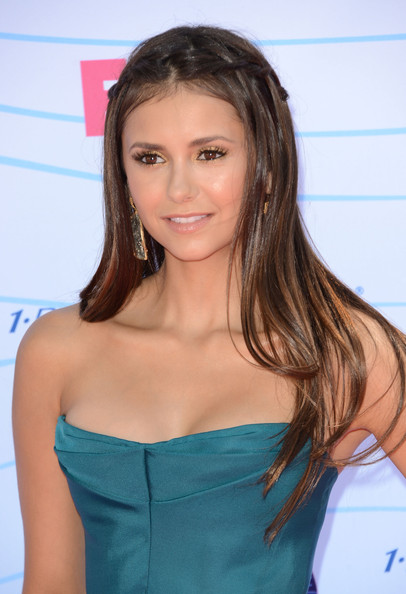 Nina Dobrev - Teen Choice Awards 2012 - Arrivals