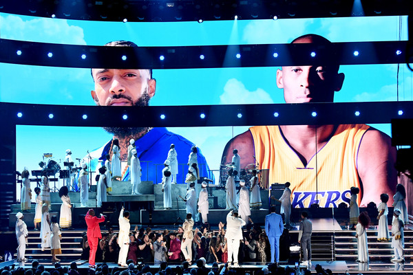 62nd Annual GRAMMY Awards - Show [images,performance,stage,display device,concert,pop music,music artist,event,performing arts,stage equipment,musical,nipsey hussle,kobe bryant,kirk franklin,john legend,dj khaled,screen,l-r,annual grammy awards,show,nipsey hussle,los angeles lakers,grammy awards,artist,2020,rapper,the recording academy,kobe bryant,john legend,yg]