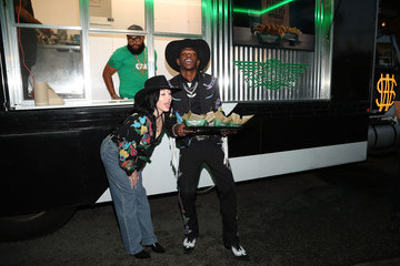 Noah Cyrus Lil Nas X Lil Nas X And Wingstop Team Up For Old Town Road Premiere Party