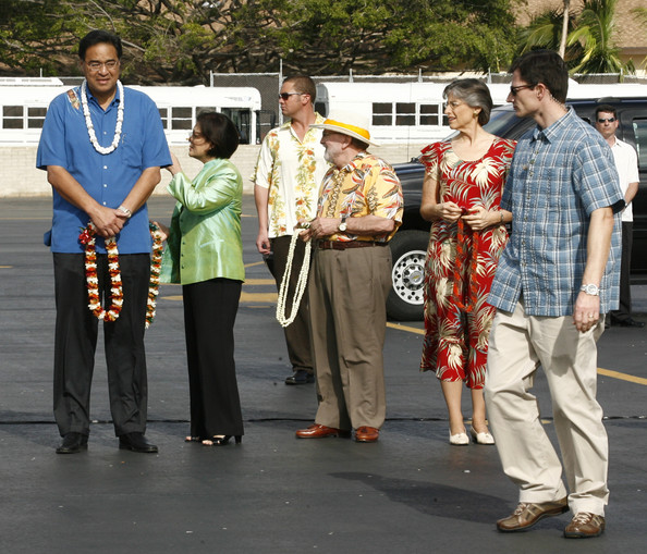 Neil Abercrombie Honolulu Mayor Mufi Hannemann, Congresswoman Mazie Hirono, Former Congressman Neil Abercrombie, and Hawaii Governor Linda Lingle await the first family before they disembark from Air Force One  at Hickam Air Force Base on December 24, 2009 in Honolulu, Hawaii.