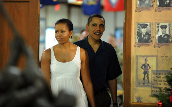 (AFP OUT) U.S. President Barack Obama and First Lady Michelle Obama enters the  dining room at the Marine Corps Base Hawaii on December 25, 2009 in Kaneohe Bay, Hawaii. Obama and his family will spend Christmas and New Year in Hawaii.