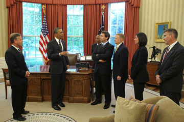 Nicole Stott Obama Meets With Crew Of Space Shuttle Discovery