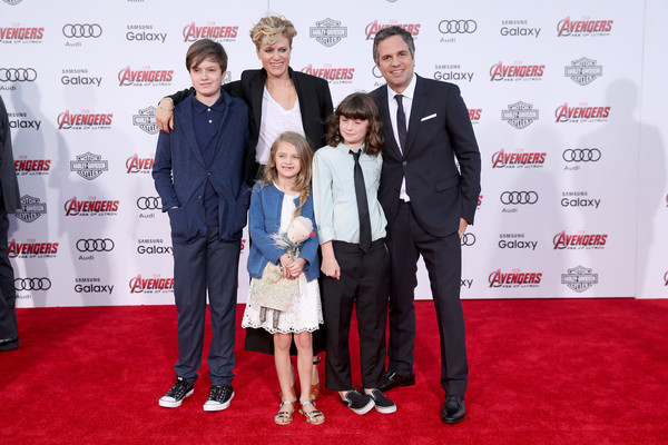 Premiere Of Marvel's 'Avengers: Age Of Ultron' - Arrivals [avengers: age of ultron,red carpet,carpet,red,event,premiere,suit,flooring,formal wear,award,smile,mark ruffalo,arrivals,keen ruffalo,odette ruffalo,bella noche,sunrise coigney,dolby theatre,marvel,premiere]