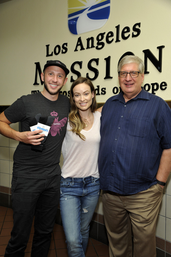 Olivia wilde photos photos olivia wilde visits the los for Homeless shelter in los angeles
