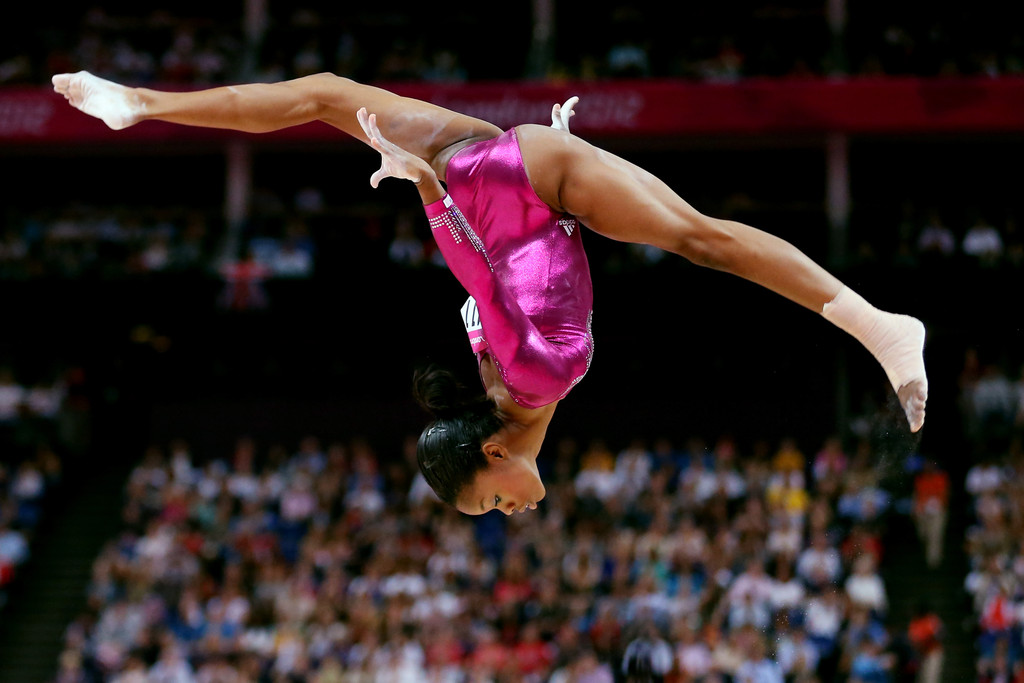 Gabrielle douglas photos olympics highlights day 6 for Gimnasio olimpic