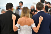 """(L-R) Quentin Tarantino, Margot Robbie and Leonardo DiCaprio attend thephotocall for """"Once Upon A Time In Hollywood""""  during the 72nd annual Cannes Film Festival on May 22, 2019 in Cannes, France."""