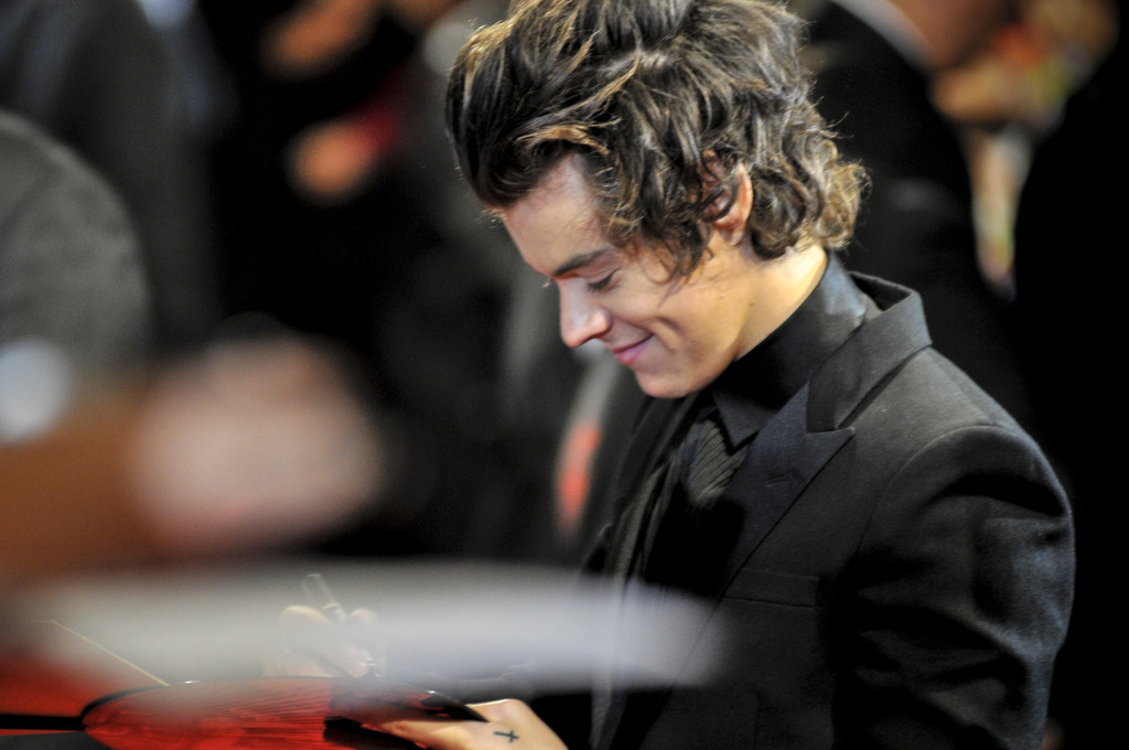 Harry Styles Harry Styles Photos One Direction Members Meet Japanese Fans To Promote The 1derland This Is Us Zimbio