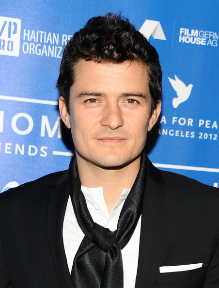 http://www4.pictures.zimbio.com/gi/Orlando+Bloom+Cinema+Peace+Event+Benefitting+DzwMnKT3-ghl.jpg