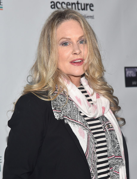 Beverly D'Angelo in Os...