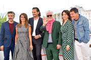 "(L-R) Leonardo Sbaraglia, Penelope Cruz,  Asier Etxeandia, Director Pedro Almodovar, Nora Navas and Antonio Banderas attend the ""Pain And Glory (Dolor Y Gloria/ Douleur Et Glorie)"" photocall during the 72nd annual Cannes Film Festival on May 18, 2019 in Cannes, France."
