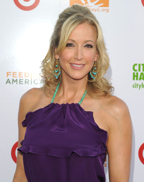 Lara Spencer aging naturally and still beautiful (image hosted by zimbio.com)