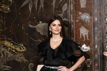 Penelope Cruz Chanel Metiers D'Art 2019-2020 : Photocall At Le Grand Palais