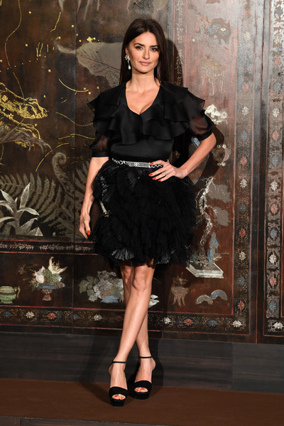 Chanel Metiers D'Art 2019-2020 : Photocall At Le Grand Palais [photocall at le grand palais,clothing,fashion model,dress,cocktail dress,little black dress,lady,fashion,shoulder,leg,long hair,penelope cruz,photocall,metiers dart,paris,france,le grand palais,chanel metiers dart 2019-2020,chanel]