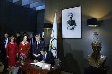Peng Liyuan China's President Xi Jinping Visits the Olympic Museum in Lausanne