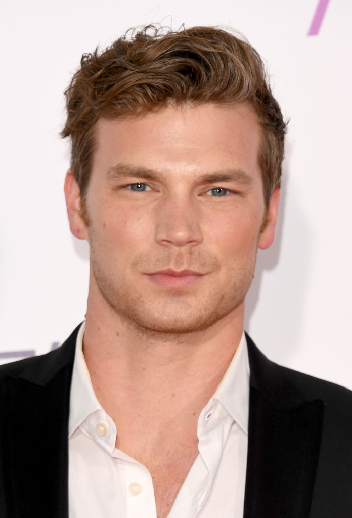 Derek Theler Photos Photos - People's Choice Awards 2017 ...