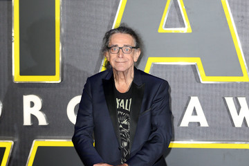Peter Mayhew The European Film Premiere of 'Star Wars: The Force Awakens'