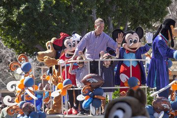Peyton Manning Peyton Manning Celebrates Super Bowl 50 Victory at Disneyland