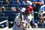 Ryan Howard #6 of the Philadelphia Phillies breaks his bat on a ground out during the first inning against the New York Mets at Citi Field on September 25, 2016 in the Flushing neighborhood of the Queens borough of New York City.