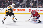 Goaltender Antti Niemi #37 of the Montreal Canadiens makes a save on Sidney Crosby #87 of the Pittsburgh Penguins during the NHL game at the Bell Centre on October 13, 2018 in Montreal, Quebec, Canada.