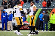 Ben Roethlisberger #7 of the Pittsburgh Steelers shakes hands with David DeCastro #66 prior to the start of the game against the Cincinnati Bengals at Paul Brown Stadium on October 14, 2018 in Cincinnati, Ohio.