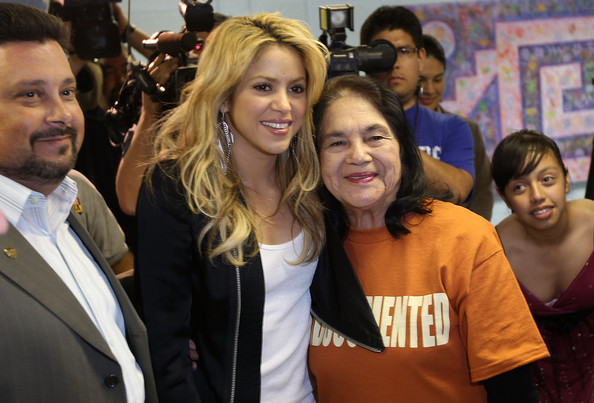 Shakira.;* - Page 2 Pop+Star+Shakira+Protests+New+Arizona+Immigration+n5dSihjYdukl