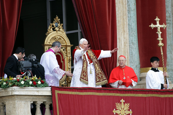 pope benedict xvi delivers his annual urbi et orbi message. Black Bedroom Furniture Sets. Home Design Ideas