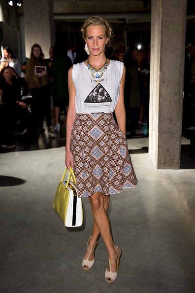 http://www4.pictures.zimbio.com/gi/Poppy+Delevingne+LFW+SS2013+Jonathan+Saunders+i-6nZrn4AoLl.jpg