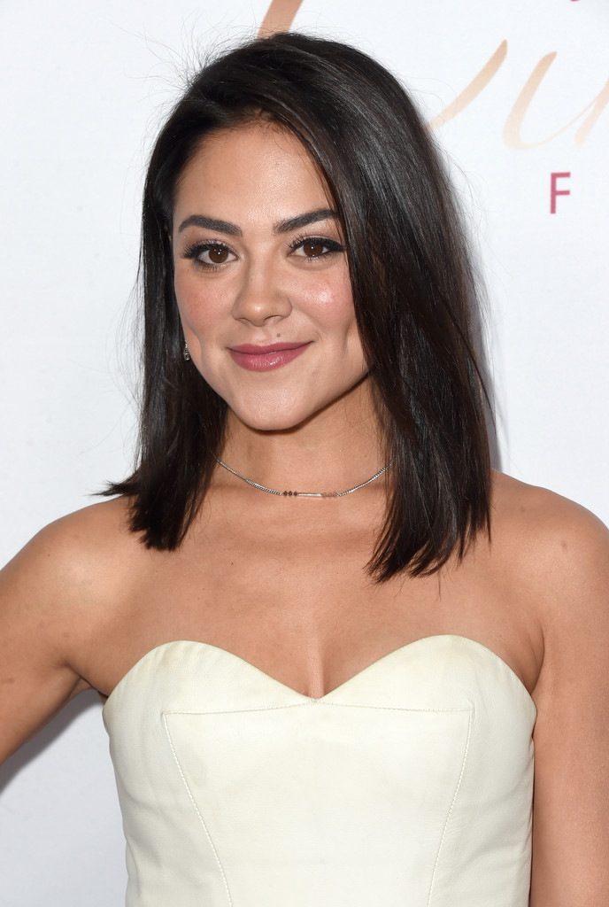 Camille Guaty Photos Photos  Cake Premieres in Hollywood  Zimbio -> Tabé Camille