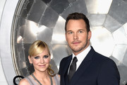 """Actors Anna Faris (L) and Chris Pratt attend the premiere of Columbia Pictures' """"Passengers"""" at Regency Village Theatre on December 14, 2016 in Westwood, California."""