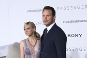 """Actors  Anna Faris (L) and Chris Pratt attend the premiere of """"Passengers"""", in Westwood, California, on December 14, 2016. / AFP / VALERIE MACON"""