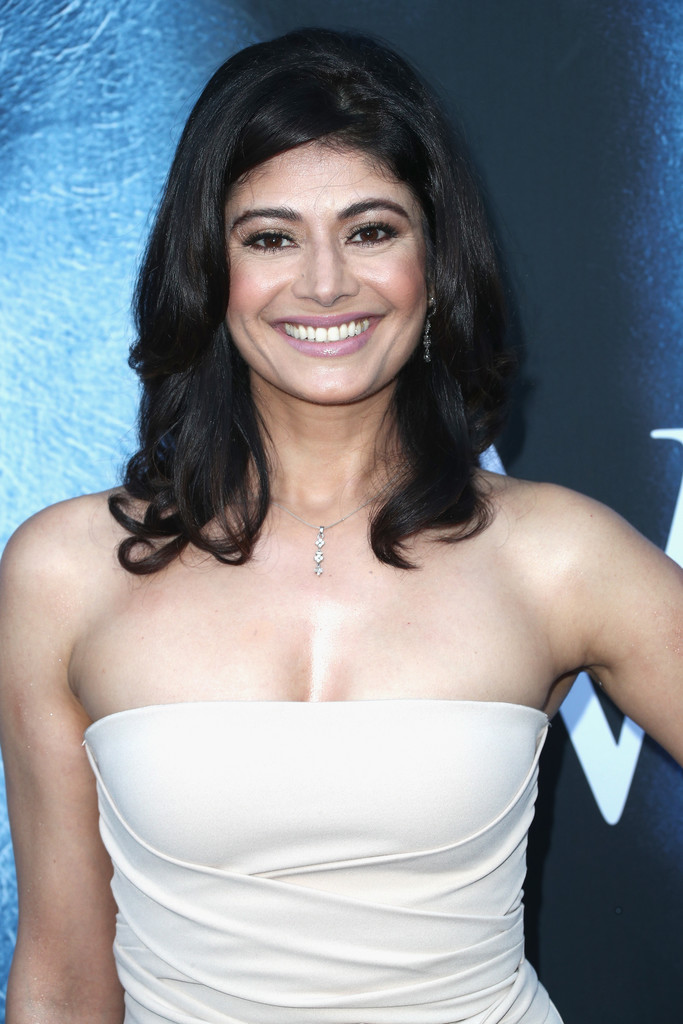 Pooja Batra inaugurates New Yokos Sizzlers Outlet in