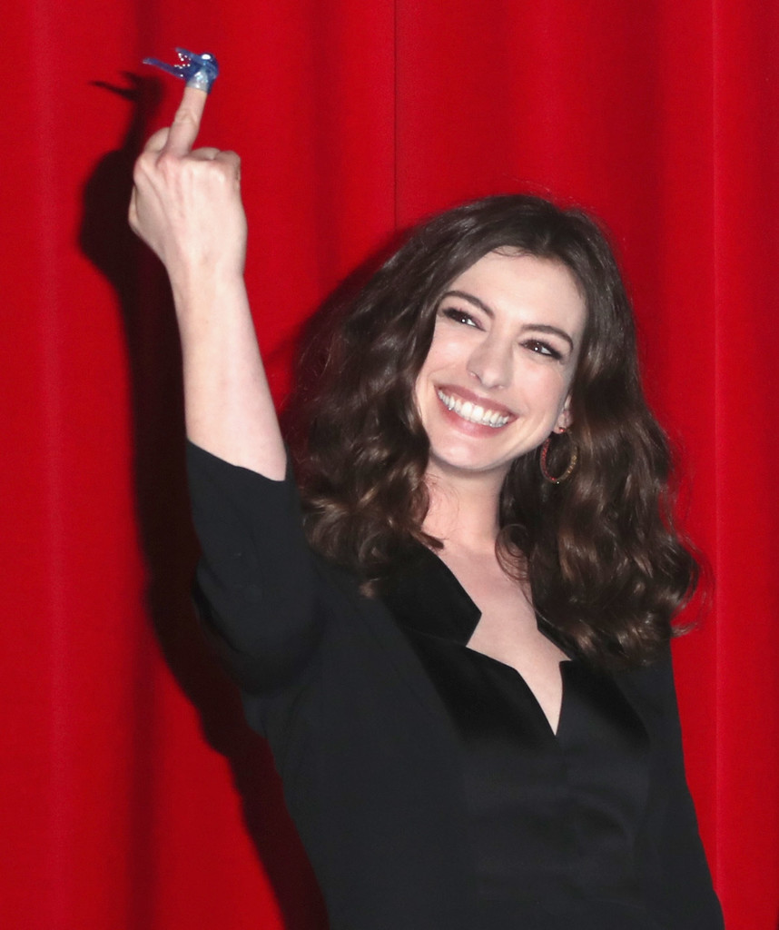 Anne Hathaway Biography: Premiere Of Neon's 'Colossal