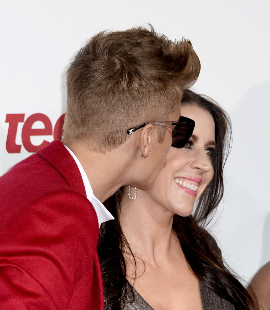Justin Bieber And Pattie Mallette Photos Photos Arrivals At - Justin bieber hairstyle name 2013