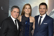 """(L-R) Paramount Pictures CEO Brad Grey, actors Amy Adams and Jeremy Renner attend  the Paramount Pictures premiere of """"Arrival"""" in Westwood, California, on November 6, 2016. / AFP / VALERIE MACON"""