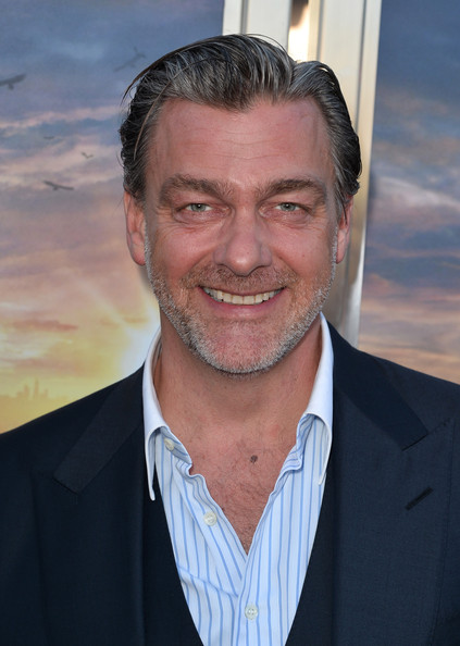 "Acteur Ray Stevenson arrive à la première de de Summit Entertainment ""Divergent"" au Théâtre Regency Bruin le 18 Mars 2014 à Los Angeles, en Californie."