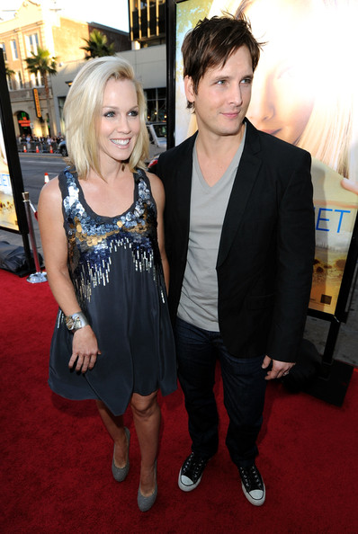 "Actress Jennie Garth and actor Peter Facinelli arrive at the  premiere of Summit Entertainment's ""Letters To Juliet"" held at  Grauman's Chinese Theatre on May 11, 2010 in Hollywood, California."