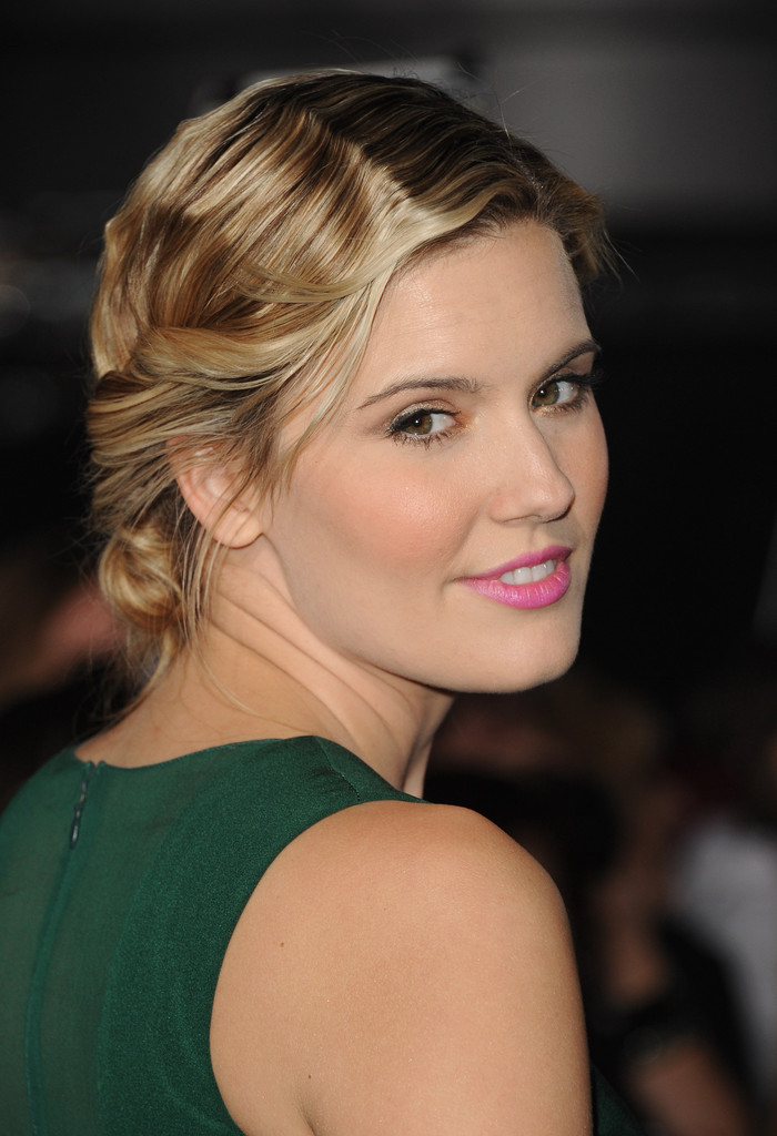 Maggie Grace In The Red Carpet At The Breaking Dawn
