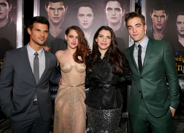http://www4.pictures.zimbio.com/gi/Premiere+Summit+Entertainment+Twilight+Saga+UtK3t9EGadql.jpg