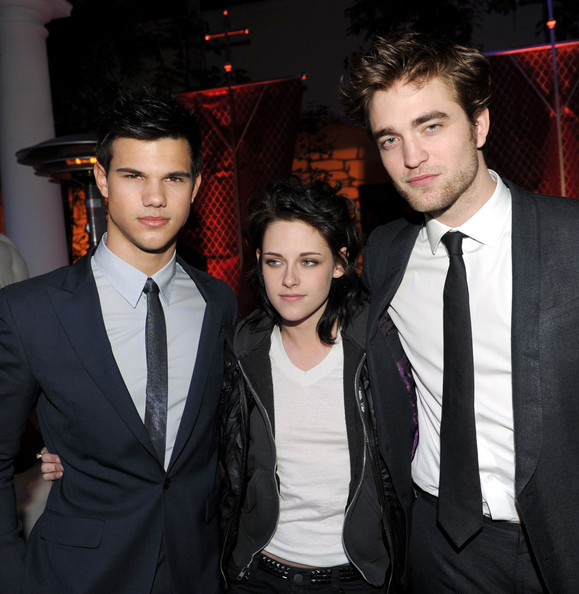 "(L-R) Actors Taylor Lautner, Kristen Stewart and Robert Pattinson arrive at the afterparty for the premiere of Summit Entertainments ""The Twilight Saga: New Moon"" at the Hammer Museum on November 16, 2009 in Los Angeles, California."