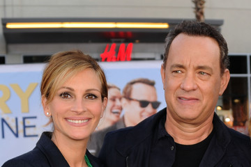 """Julia Roberts Tom Hanks Premiere Of Universal Pictures' """"Larry Crowne"""" - Red Carpet"""