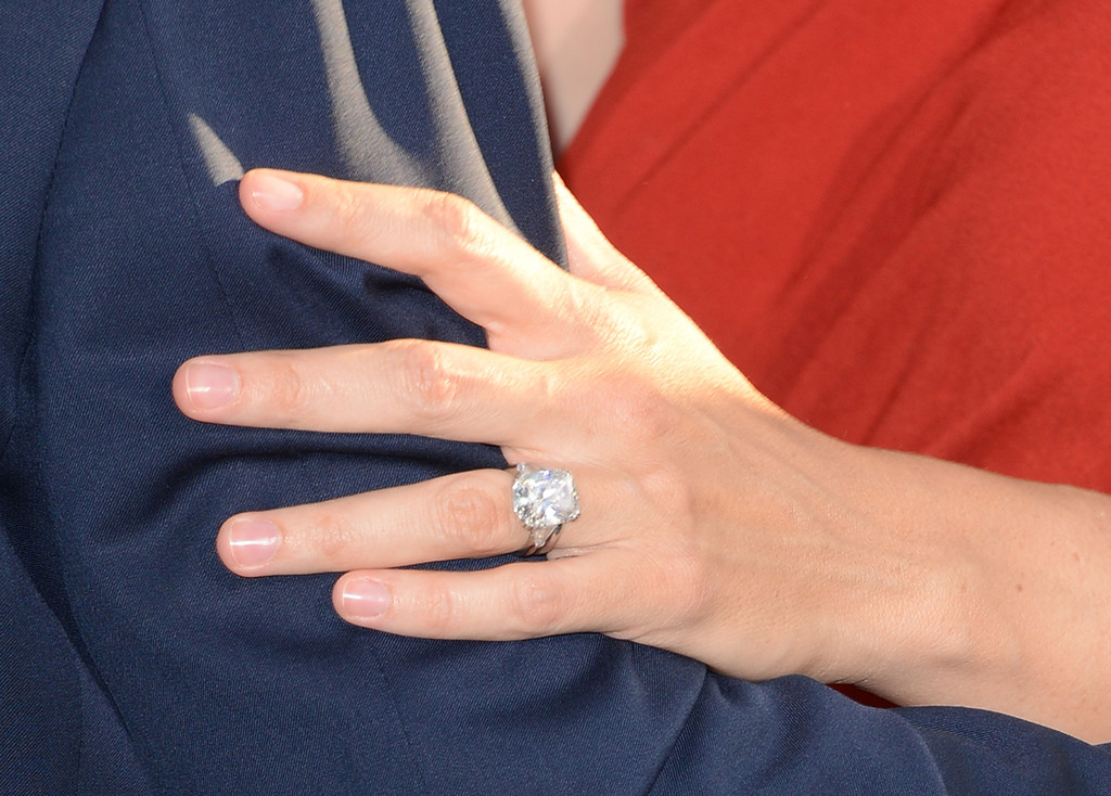 Jennifer Lopez and Alex Rodriguez Are Engaged and Her Ring