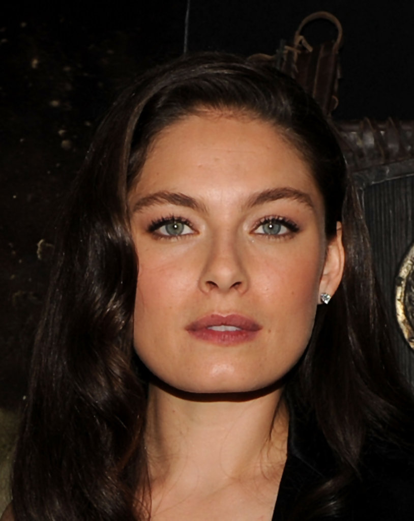 alexa davalos in premiere of warner bros quotclash of the