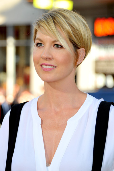 "Actress Jenna Elfman arrives at the premiere of Warner Bros. Pictures' ""Horrible Bosses"" at Grauman's Chinese Theatre on June 30, 2011 in Hollywood, California."