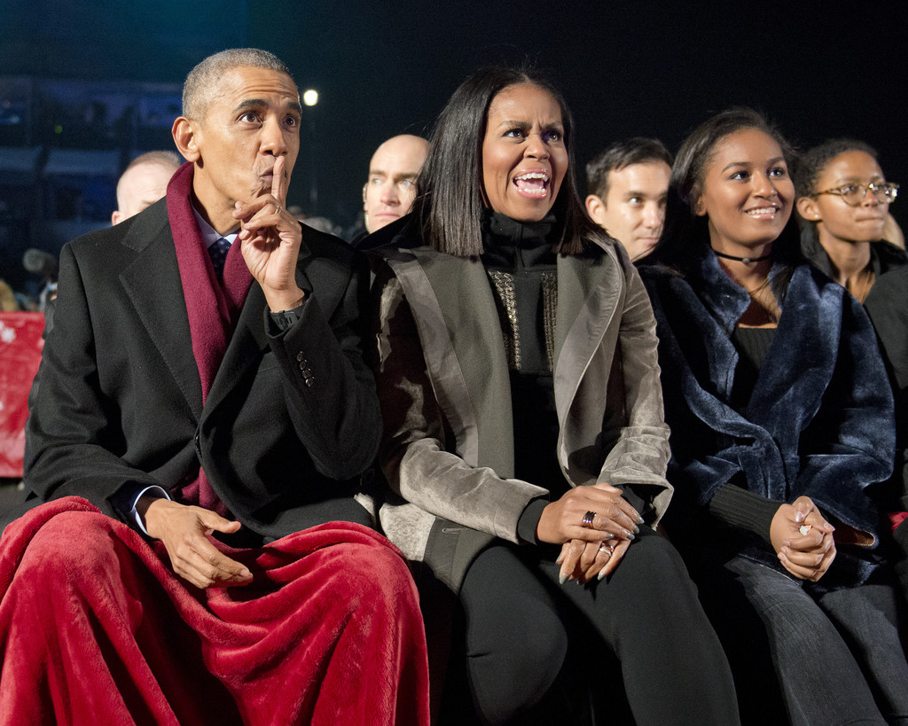 Barack Obama Photos Photos - President and Mrs. Obama Attend the ...