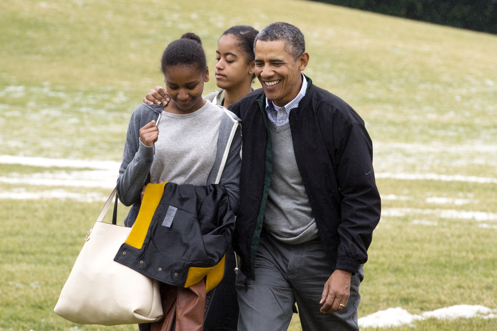 sasha obama photos photos president obama arrives for. Black Bedroom Furniture Sets. Home Design Ideas