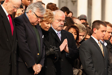 Madeleine Bordallo President Obama, Nation's Capitol Observes Moment Of Silence For Tucson Shooting Victims
