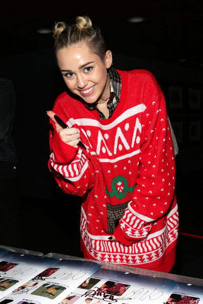 http://www4.pictures.zimbio.com/gi/Press+Room+Jingle+Ball+Tampa+VtXsOY_5SsMl.jpg
