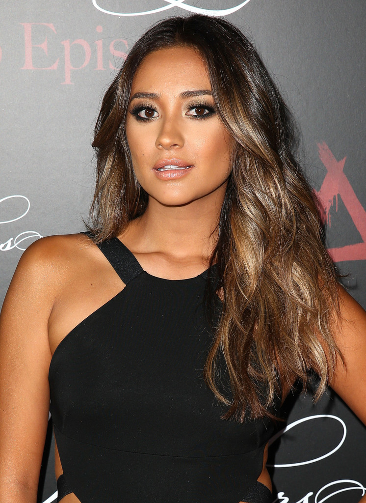 Shay Mitchell In Quot Pretty Little Liars Quot Celebrates 100