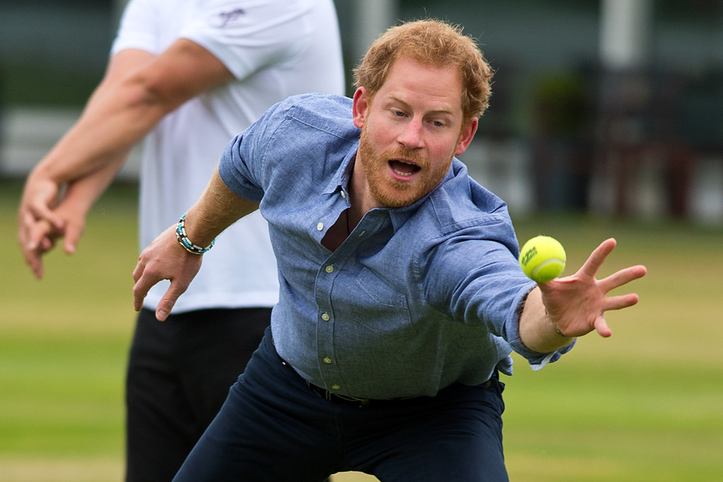 http://www4.pictures.zimbio.com/gi/Prince+Harry+Celebrates+Expansion+Coach+Core+4QFIVQm1O2Dx.jpg